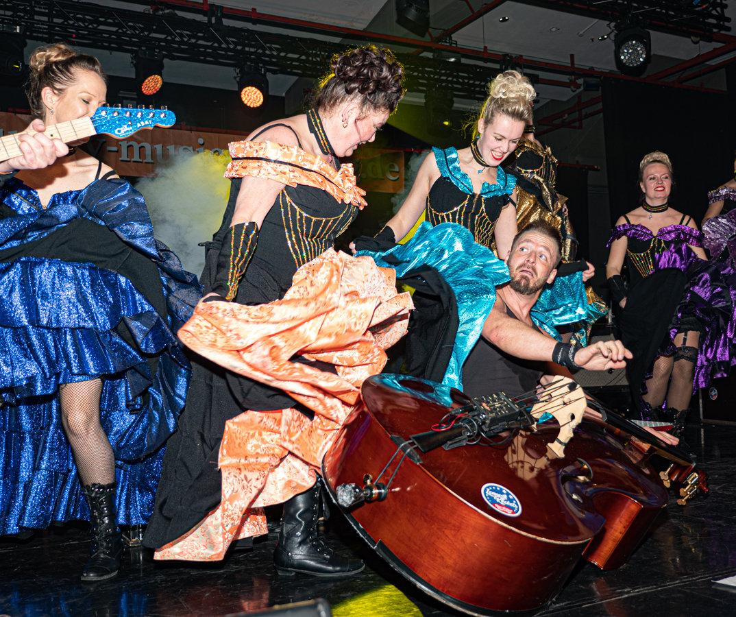 LenneRockets + CanCan Girls Bild: G. Krüger