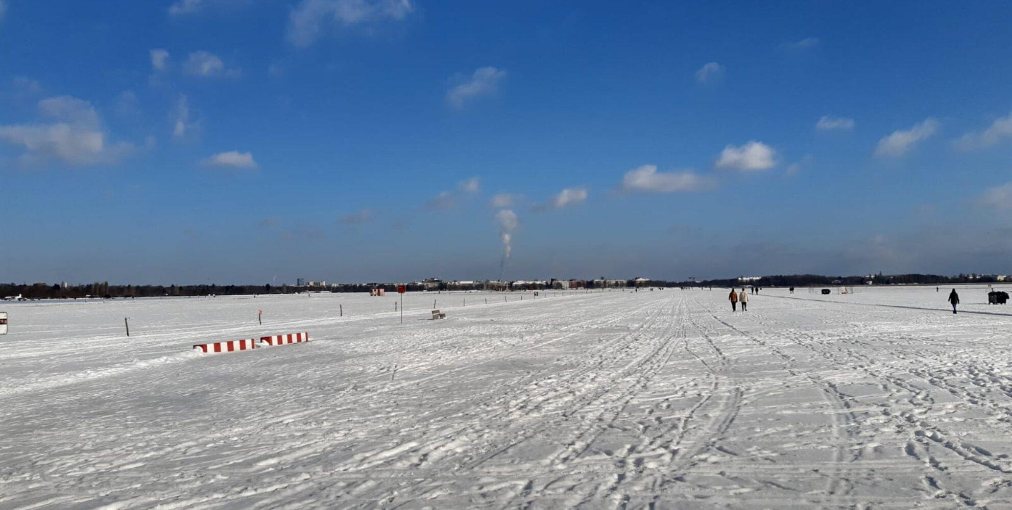 © JK,, Tempelhofer Feld Landebahn