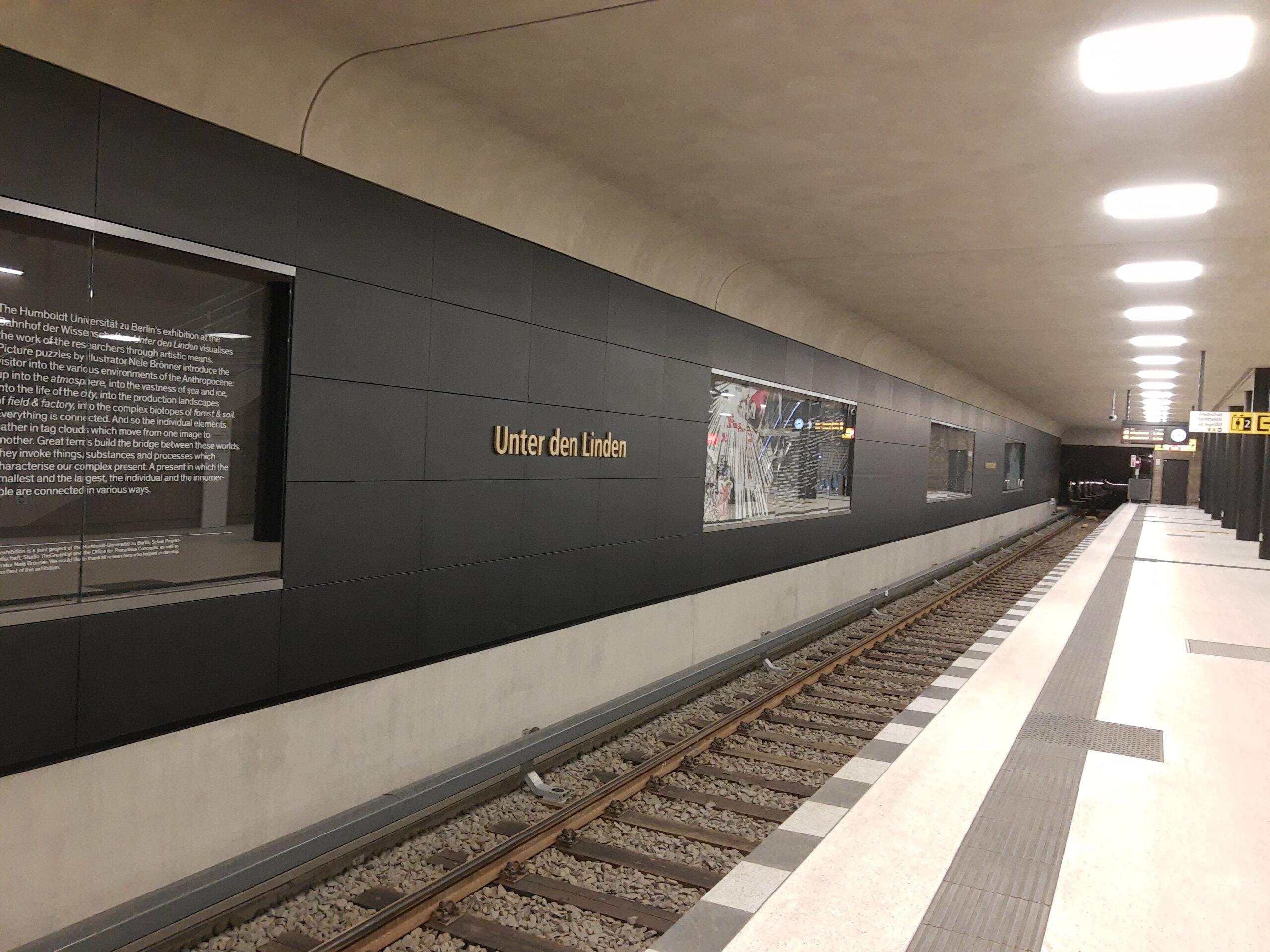Unter den Linden Erläuterungstafeln für die Fahrgäste