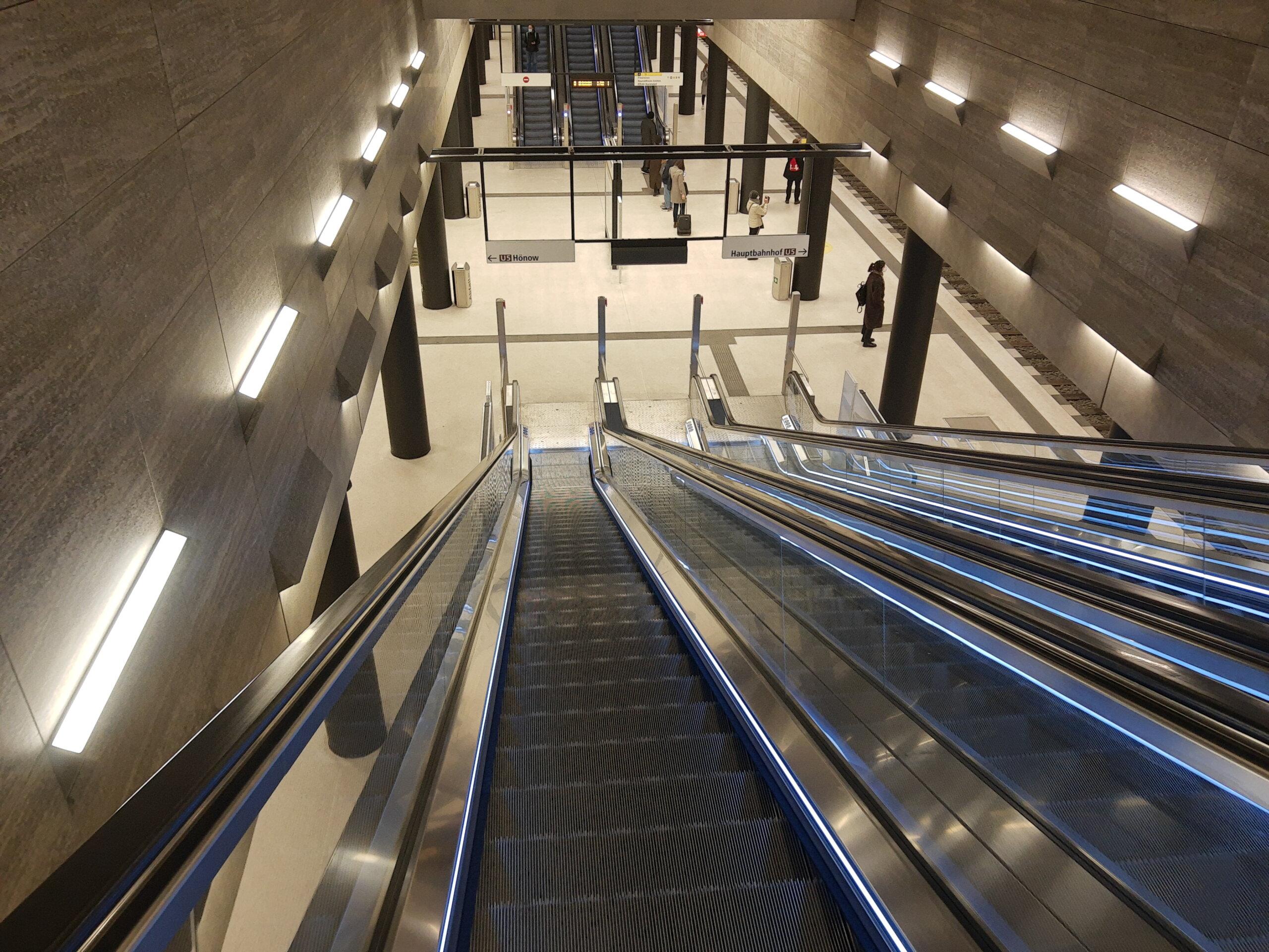 Unter den Linden Rolltreppe mit 20 Metern länge